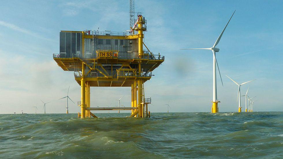 Den havsbaserade vindkraftsparken Thanet var störst i världen när den invigdes 2008, och har kapacitet att förse 125000 brittiska hushåll med el.