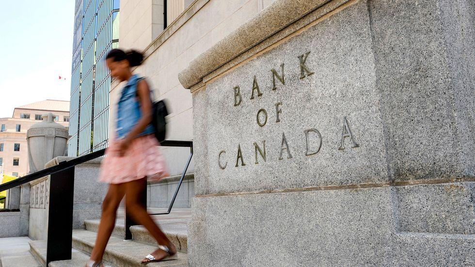 Bank of Canada drar ned på stödköpen och höjer inflationsprognosen. Arkivbild