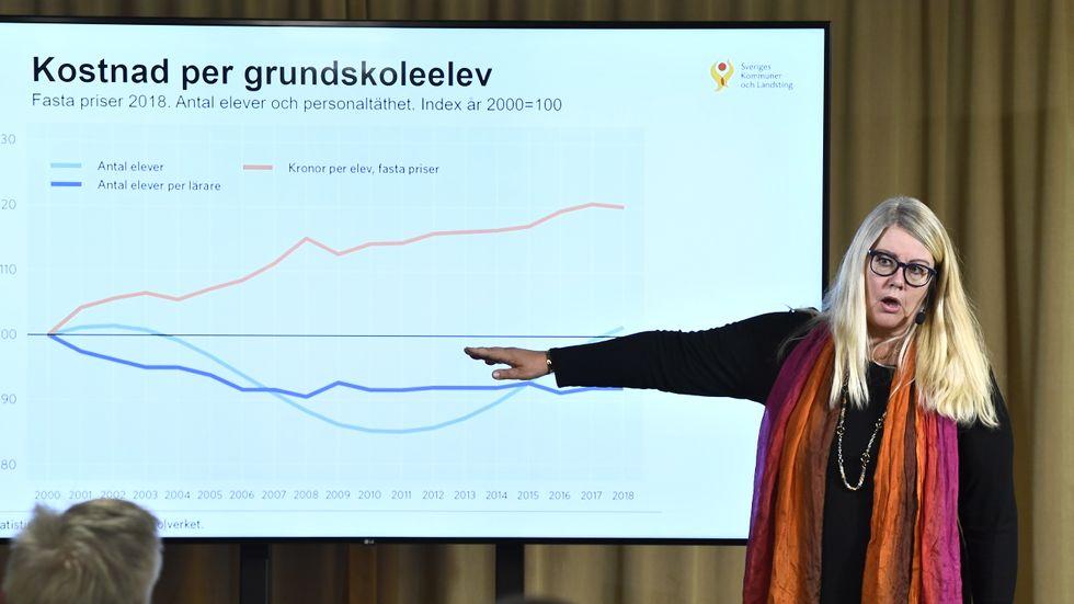 SKL:s chefsekonom Annika Wallenskog presenterar ekonomirapporten