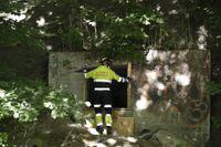 Polisen genomför en teknisk undersökning av bunkern.