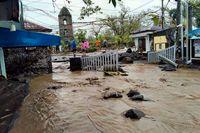 Stora områden har översvämmats i spåren av supertyfonen Gonis framfart i Filippinerna.