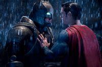 Ben Afflecks Batman ställs mot Henry Cavills Stålmannen.