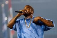 Multikonstnären Kanye West uppträder under the Pan Am Games i juli 2015. s