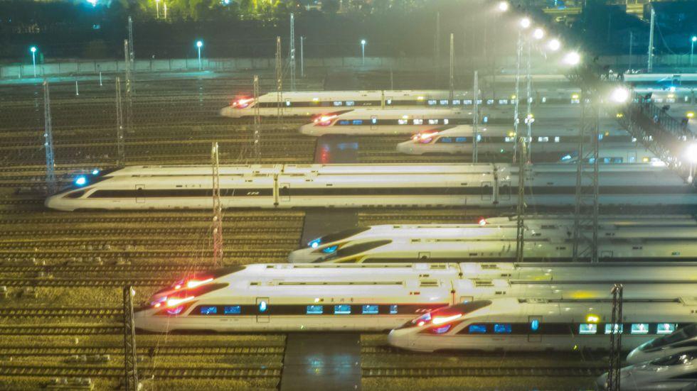 Kina har satsat hårt på höghastighetståg. I Sverige går kostnaderna upp för den första delen av det som kanske blir nya höghastighetsbanor.