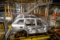 På bilden syns tillverkning av personbilar i Volvo Cars fabrik i Torslanda. Arkivbild.