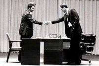 Bobby Fischer och Boris Spasskij vid ett mästarmöte på Island 1972.
