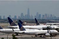 Flygplan på Newark Liberty flygplatsen utanför New York, USA.