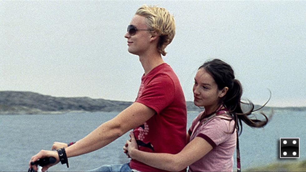 Björn Gustafsson har rollen som gulligel Johan som fångar intresset hos besökarna. Anaïs Demoustier åker gärna med.
