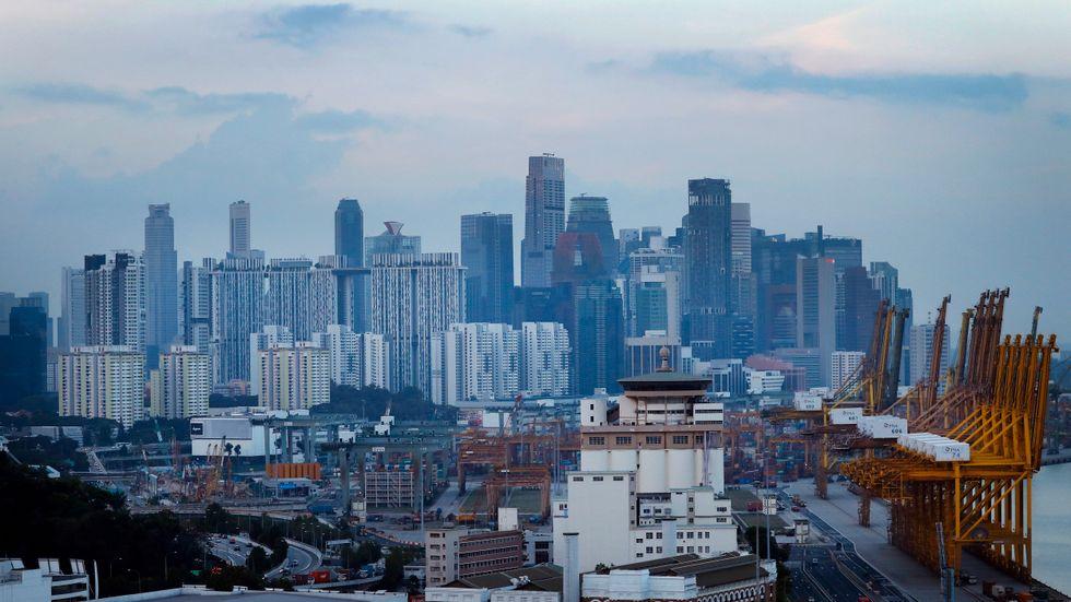 Singapore genomlider ett BNP-fall av historiska dimensioner i coronakrisen, trots massiva stödåtgärder. Arkivbild