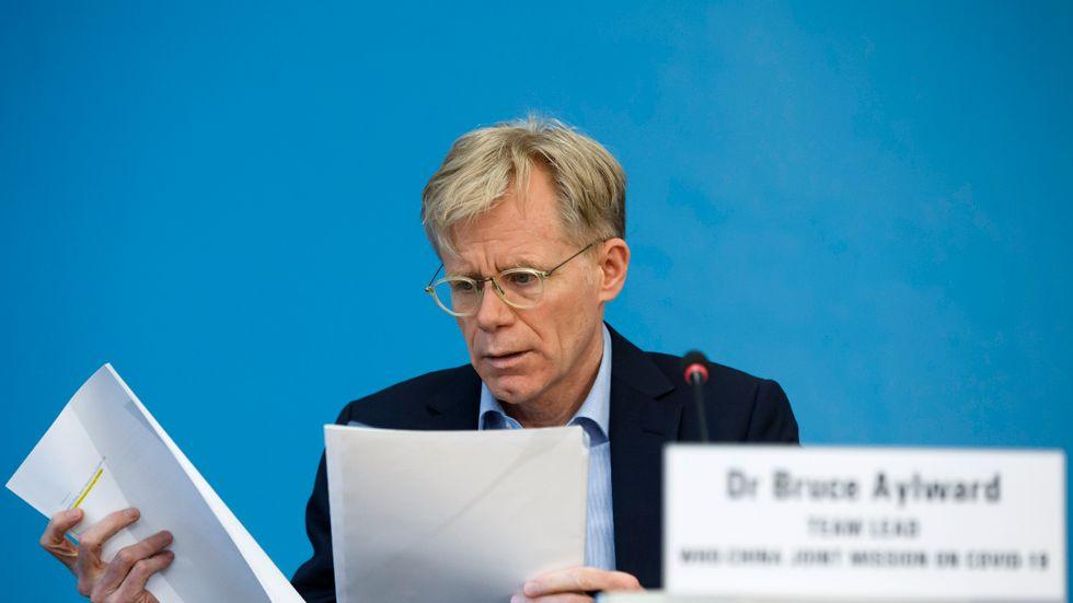 Bruce Aylward, biträdande generalsekreterare för WHO, svarar inte på frågor som gäller Taiwan.