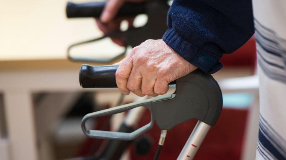 En ytterst liten andel äldre har fått intensivvård på grund av covid-19.