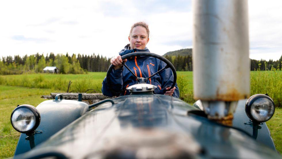 Carola Norrman har haft sin veterantraktor i över tio år och tänker aldrig sälja den.