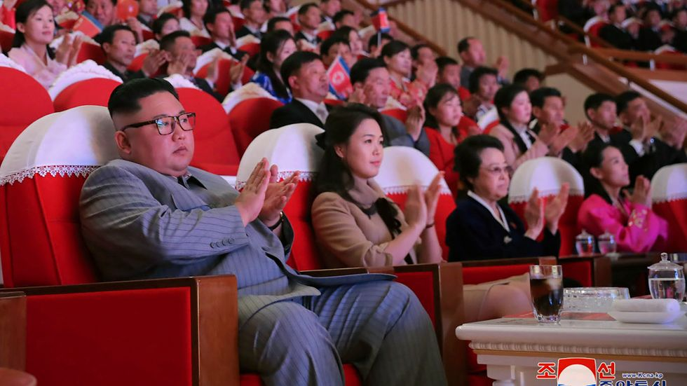 Nordkoreas ledare Kim Jong-un, hans fru Ri Sol Ju och fastern Kim Kyong-Hui.