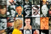 """Piotr Uklański, """"Real Nazis"""", 2017. Ett porträttgalleri med 2013 bilder av kända nazister är närmare fem meter långt och täcker en hel vägg i Nene Galerie."""
