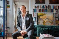 Björn Ranelid, född 1949 i Malmö, började sitt yrkesliv som lärare. Sedan debuten 1983 har han skrivit runt femtio böcker och har fått många litterära priser.
