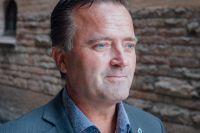 Jan Olsson, kriminalkommissarie tycker att såväl banken som polisen kan göra mer för att stoppa kortbedrägerier.