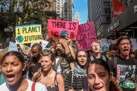 """""""Det finns ingen planet B"""", är budskapet från de här unga klimataktivisterna som demonstrerade i New York för ett par år sedan."""