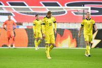 Dejan Kulusevski och Viktor Claesson deppar efter Olivier Girouds 3–1-mål för Frankrike på Stade de France.