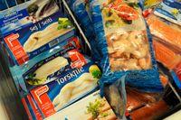 Svenskar håller utkik efter miljömärkning på fisk när de handlar i fisk- eller frysdisken visar MSC senaste mätning. Arkivbild.