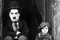 "Charlie Chaplin i ""The Kid""."