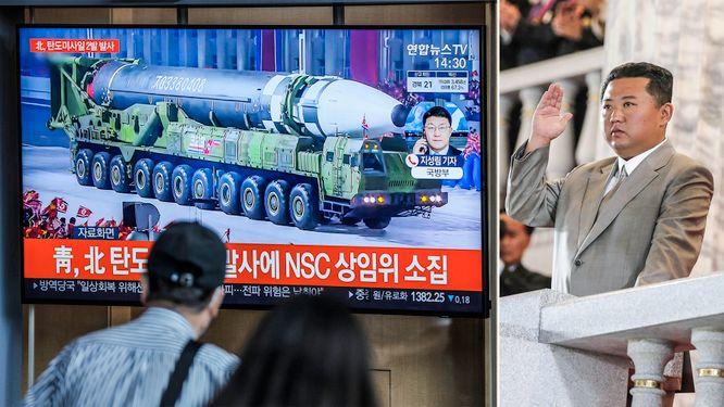 Nordkorea visar muskler – med smal Kim i spetsen
