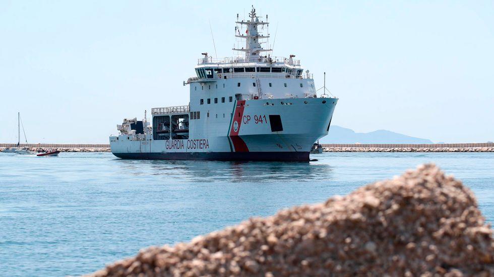 Den italienska kustbevakningens fartyg Diciotti har vid flera tillfällen undsatt migranter i Medelhavet. Arkivbild.