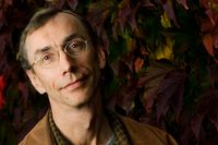 Torsdag 14 augusti. Svante Pääbo. Forskare, biolog, professor, 59 år. Född i Stockholm, bor i Leipzig, Tyskland. Debuterar som sommarvärd.
