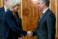 Och tack för allt stöd! Marine Le Pen i Moskva hos dumans ordförande Vjateslav Volodin, en av Putins närmaste män.