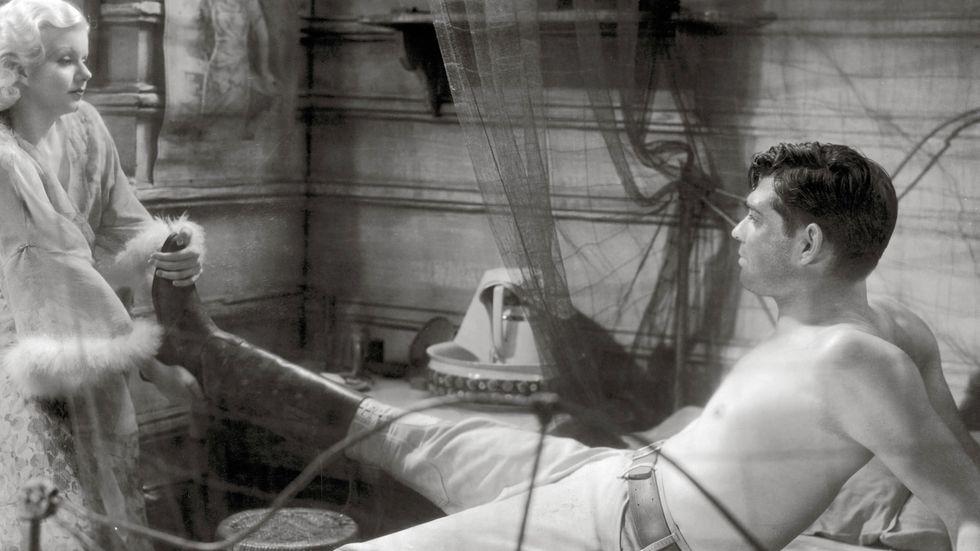 """Osedligt, ocensurerat: Jean Harlow och Clark Gable i """"pre code""""-filmen """"Red dust"""" från 1932."""