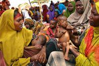 Barn tillsammans med sina mödrar i ett läger i utkanten av Somalias huvudstad Mogadishu.