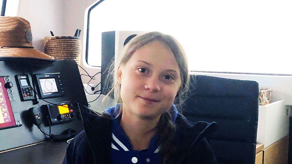 Greta Thunberg i katamaranen som ska ta henne till klimatmötet i Spanien.