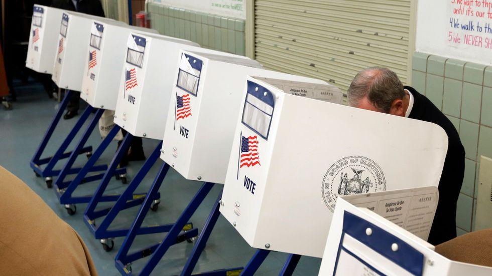 Invånarna i Florida ska få avgöra om 1,5 miljoner brottsdömda automatiskt ska få tillbaka sin rösträtt. Det är en av 155 olika folkomröstningar som hålls i samband med mellanårsvalet i USA. Arkivbild.