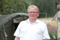 Försvarsminister Peter Hultqvist (S) i fält under insatserna mot skogsbränderna i somras. Här får ministern information om bränderna i området runt Lassekrog i Gävleborgs län. Arkivbild.