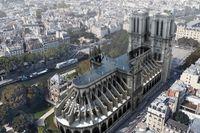 En pool i stället för spira på taket till Notre-Dame är förslaget från svenska arkitektfirman UMA. Pressbild.