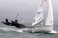 Sebastian Östling och Anton Dahlberg tränar utanför Weymouth där OS-seglingarna avgörs nästa sommar.