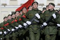 Ryska soldater övar inför firandet av Segerdagen den 9 maj.