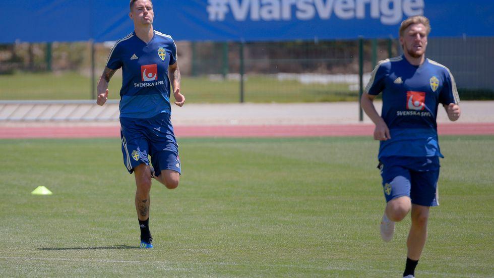 Snart väntar EM-kval mot Malta och Spanien för landslagskompisarna Mikael Lustig och Emil Forsberg, men innan dess kan de bli cupmästare med sina klubbar, Celtic och Leipzig. Arkivbild.