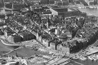 Flygbild som visar Gamla stan 1931 – innan den gamla Slussen byggdes.