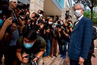 Advokaten och demokratikämpen Martin Lee anländer till domstolen i Hongkong på torsdagen. Lee är en av de nio som dömts.