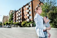 """""""Vi boende har hamnat väldigt i underläge när Sundbybergs kommun flyger in juridisk expertis från Göteborg. De stämde bostadsrättsföreningen utan att kompromissa"""", säger Fanny Fälth, boende på Trädgårdsgatan i Sundbyberg."""