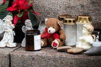 Blommor och ljus i centrala Uddevalla, till minne av 17-åriga Wilma.