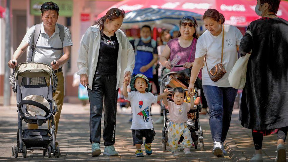 Skaffa tre barn, jobba hårt och sköt dig fläckfritt, uppmanar de styrande. Men Kinas unga börjar tröttna.
