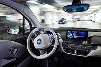 Inför utvecklingen av navigationssystemet till BMW i3 identifierade BMW flera faktorer som saknades i dåvarande system, bland annat att integrera kollektivtrafik för att på det sättet ge förare ett alternativt vid till exempel trafikstockningar.