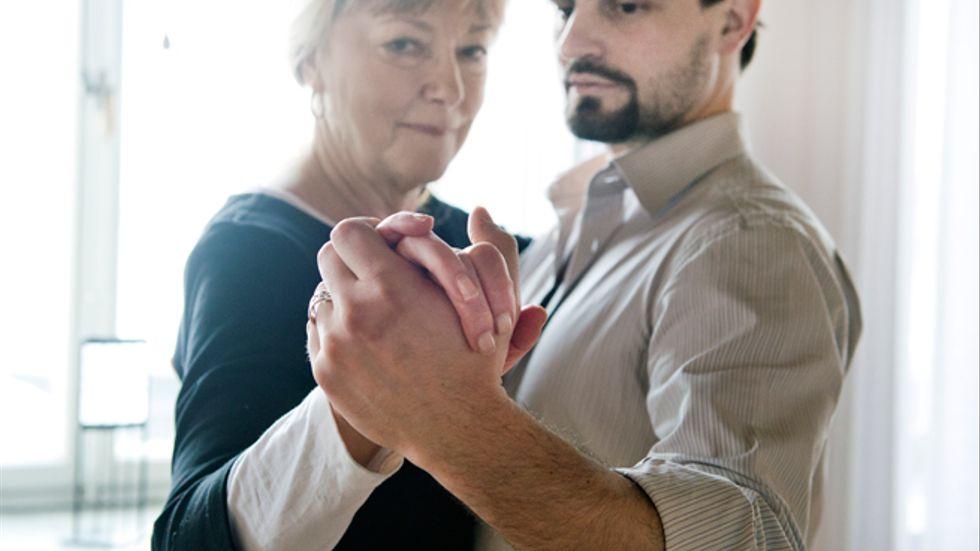 """""""Många av oss ger inte ens vår kärlekspartner en så full närvaro som man gör i tangon de två-tre minuter som en dans varar"""", säger Birgitta Norgren, bland annat parterapeut och rektor för Huma Nova. Tangoläraren Giorgio Regnolis menar också att tangon är ett sätt att lära känna sig själv. Tillsammans har de hållit kursen """"Utveckla din relation med tango""""."""