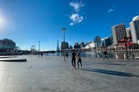 Vanligtvis folktäta Darling Harbour i Sydney under nedstängningen till följd av utbrottet av coronavirusets deltavariant.