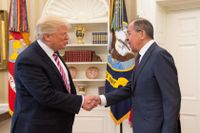 President Trump välkomnar Rysslands utrikesminister Sergei Lavrov till Vita huset i maj 2017.