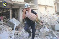 Räddningsinsats med de så kallade Vita hjälmarna, en organisation med över 3000 volontärer som räddar liv i krigets Syrien.