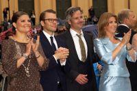 Ari Behn (i mitten) med kronprinsessan Victoria och prins Daniel till vänster och Behns förra hustru prinsessan Märtha Louise till höger.