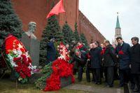 Många ryssar vill minnas Stalin medan forskaren Jurij Dmitrijev i Memorial minns dem som blev hans offer. Nu är han fängslad.