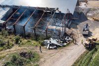 Det pågår ett komplicerat släckningsarbete vid en brand i en lantbruksfastighet i Eslövs kommun. Arkivbild.